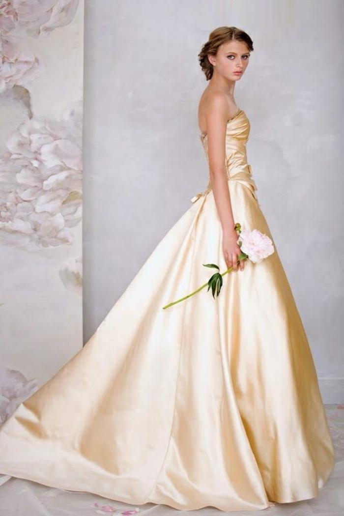 mariage-robe-de-mariée-princesse-de-Disney-Belle-et-la-bête-blanc-robe-jaune-nuances