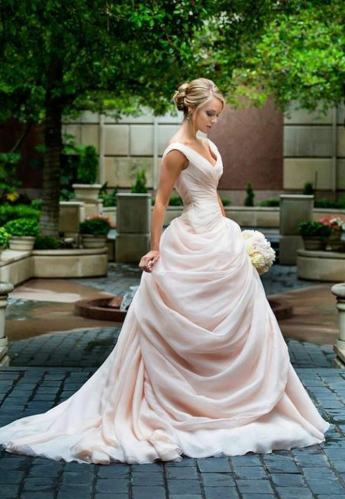 mariage-robe-de-mariée-princesse-de-Disney-Belle-et-la-bête-elle-est-la-mariée