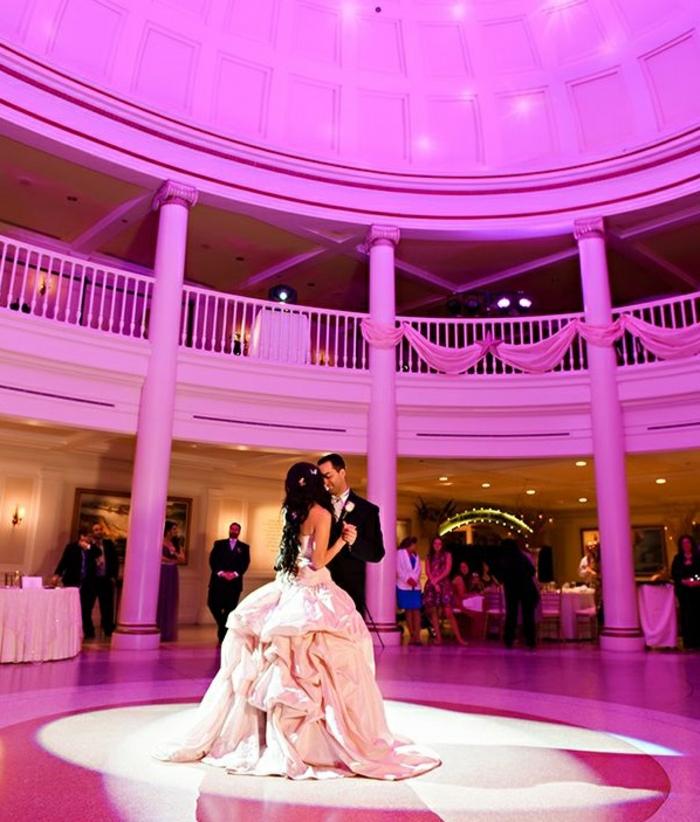 mariage-robe-de-mariée-princesse-de-Disney-Belle-et-la-bête-premier-dance-salle-rose-robe-blanche-de-mariée