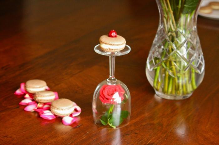 mariage-thématique-des-gâteaux-originales-de-mariage-idées-déco-fête-célébrer-avec-La-Belle-et-la-Bête-macaron