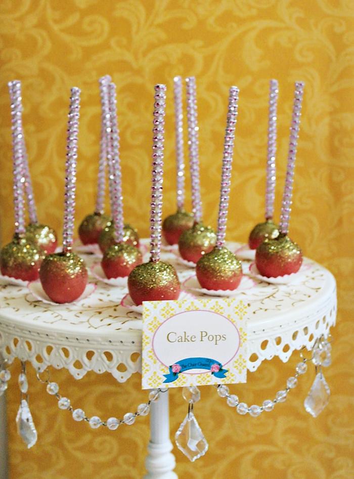 mariage-thématique-des-gâteaux-originales-de-mariage-idées-déco-fête-célébrer-avec-La-Belle-et-la-Bête-pommes