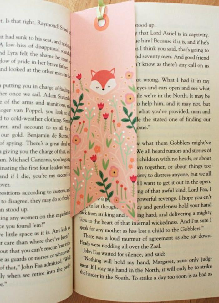 marque-page-personnalisé-rose-avec-un-dessin-joli-coloré-pour-separer-les-pages-des-livres