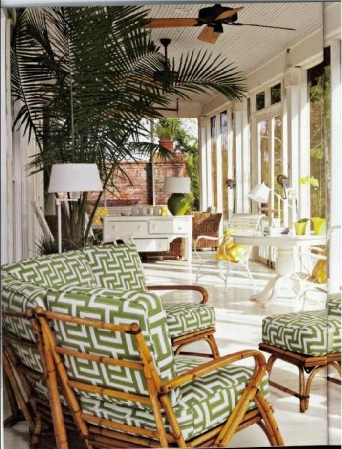 meubles-bambou-pas-cher-pour-la-verande-devant-la-maison-de-style-rustique