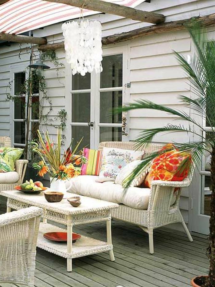 meubles-bambou-pour-la-veranda-devant-la-maison-canapé-beige-en-bambou