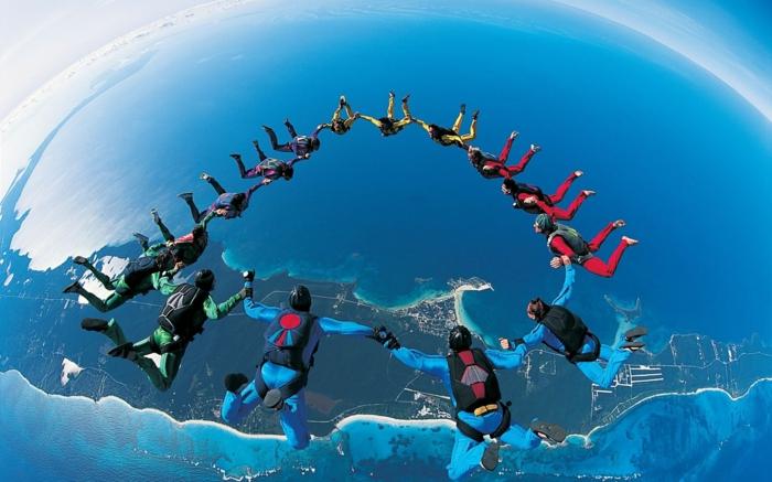 moniteur-parachutiste-école-de-parachutisme-idées-bleu-saute-ensamble