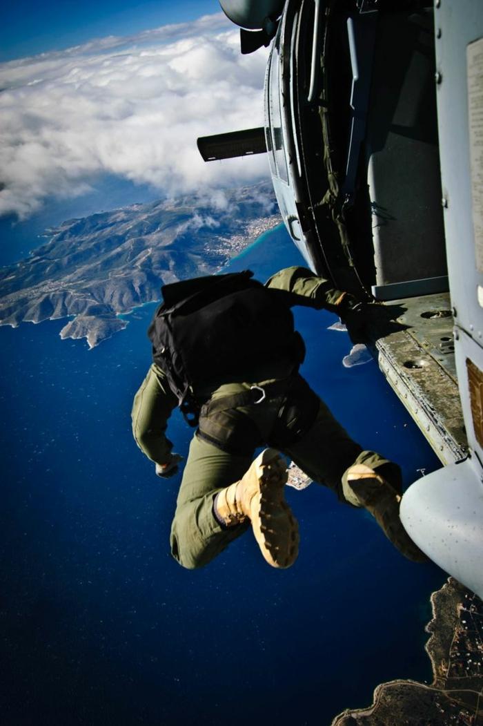 moniteur-parachutiste-école-de-parachutisme-idées-la-mer-vue-panoramique-de-hauteur
