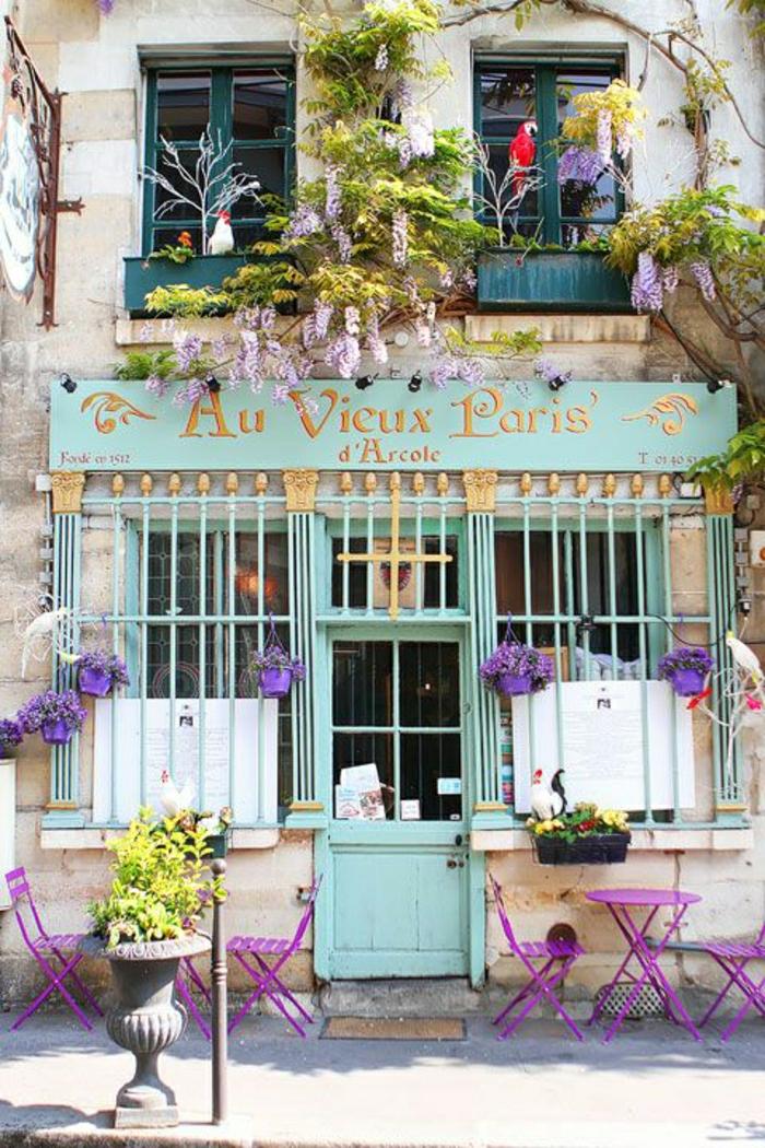 monuments-de-paris-un-joli-coffee-parisien-avec-une-jolie-terrasse-sur-la-rue