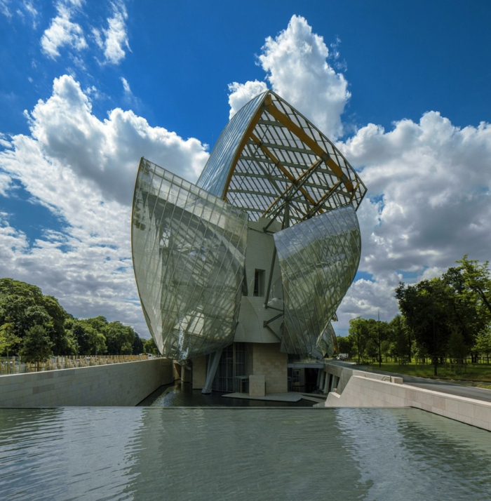 musée-fondation-luis-vuitton-lac-de-front-marques-de-luxe