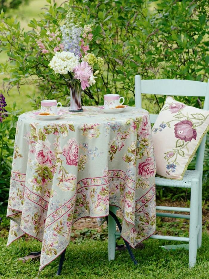 nappe-lin-enduit-au-mètre-comment-aménager-la-salle-à-manger-fleurs-vase