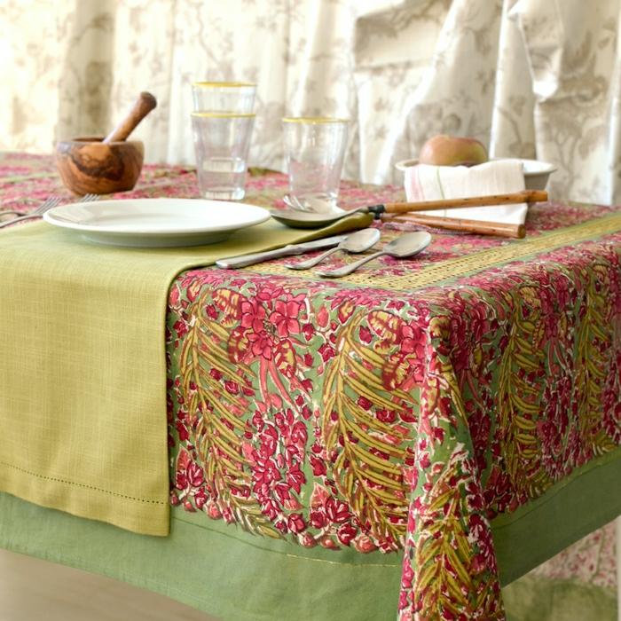 nappe-lin-enduit-au-mètre-comment-aménager-la-salle-à-manger-motifs-fleurie