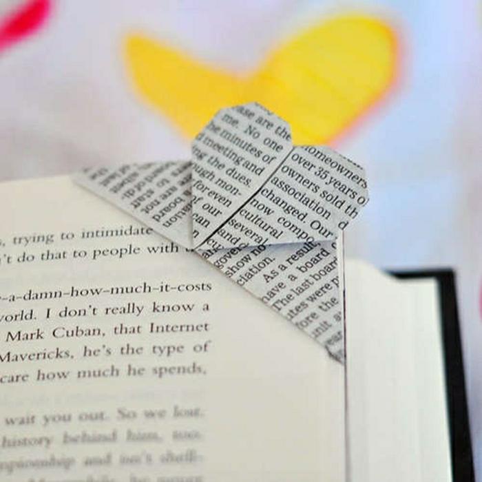 origami-coeur-pour-un-marque-page-original-pour-votre-livre-idee-comment-separer-les-pages