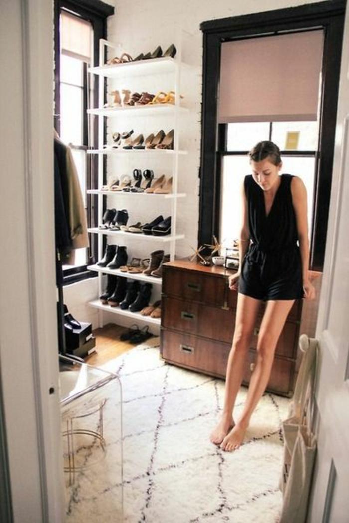ou-poser-les-chaussures-dans-la-maison-contemporaine-meuble-chaussure-ikea-pour-vos-chaussures
