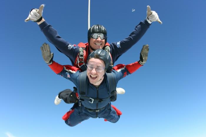 pac-parachutecombien-coute-un-saut-en-parachute-chute-en-deux