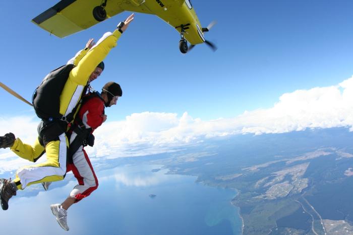 pac-parachute-combien-coute-un-saut-en-parachute-la-terre-ronde-mer-plan