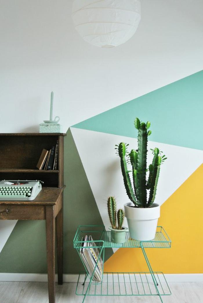 papier-peint-geometrique-blanc-jaune-bleu-ciel-dans-le-couloir-moderne-sol-en-parquet-gris