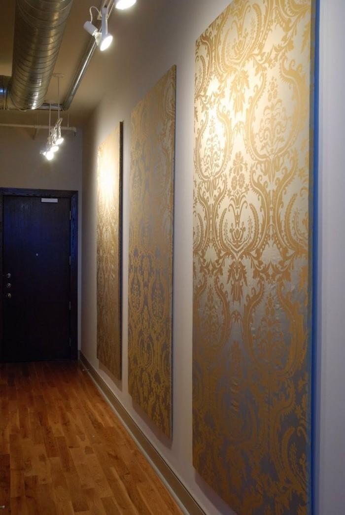 peinture-pour-salon-idée-originale-en-trois-panneaux-tableau-triptyque-dorée-couloir