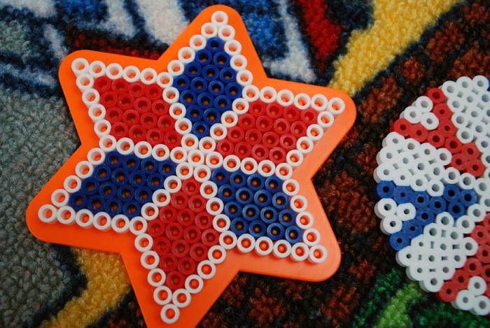 perles-à-repasser-flocons-de-neige-en-couleurs-diférentes