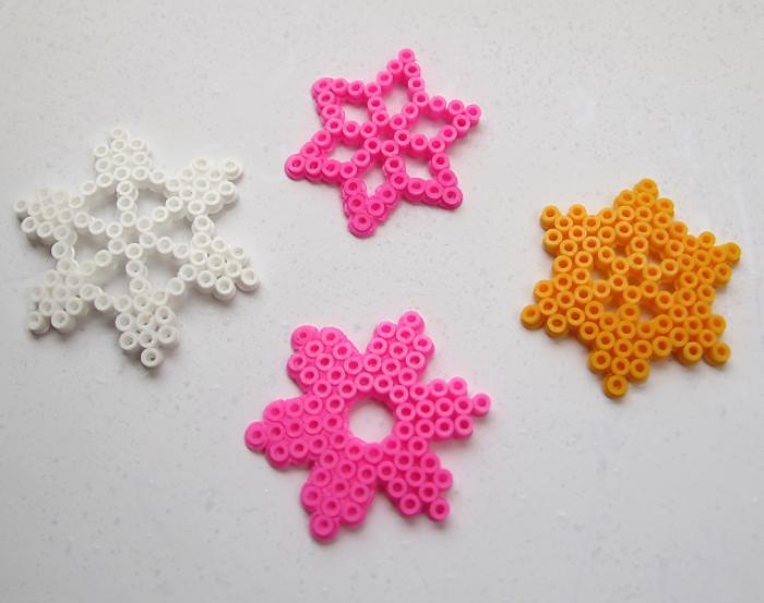 perles-à-repasser-flocons-de-neige-multicolores