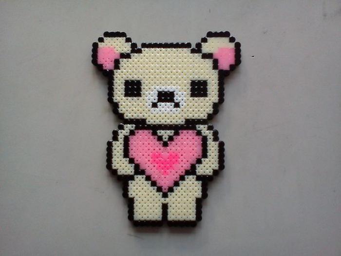 perles-à-repasser-ourson-aimable-avec-un-coeur-rose