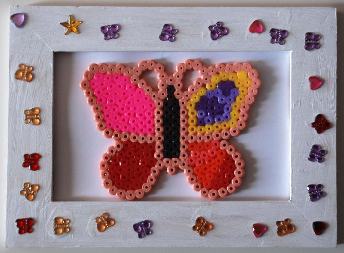 perles-à-repasser-papillon-dans-encadrement