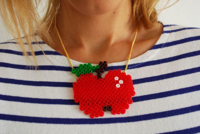 perles-à-repasser-pendentif-pomme-rouge