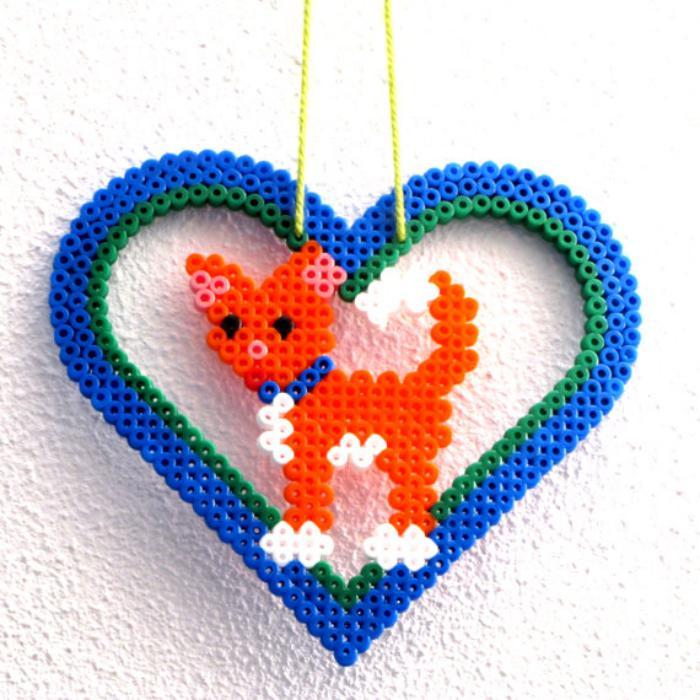 perles-à-repasser-pendentif-renard-en-coeur-bleu