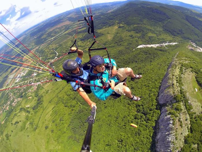 photos-sauter-en-parachute-expérience-inoubliabe-vieu-magnifique-la-terre-verte-sous-les-pieds-montagnes