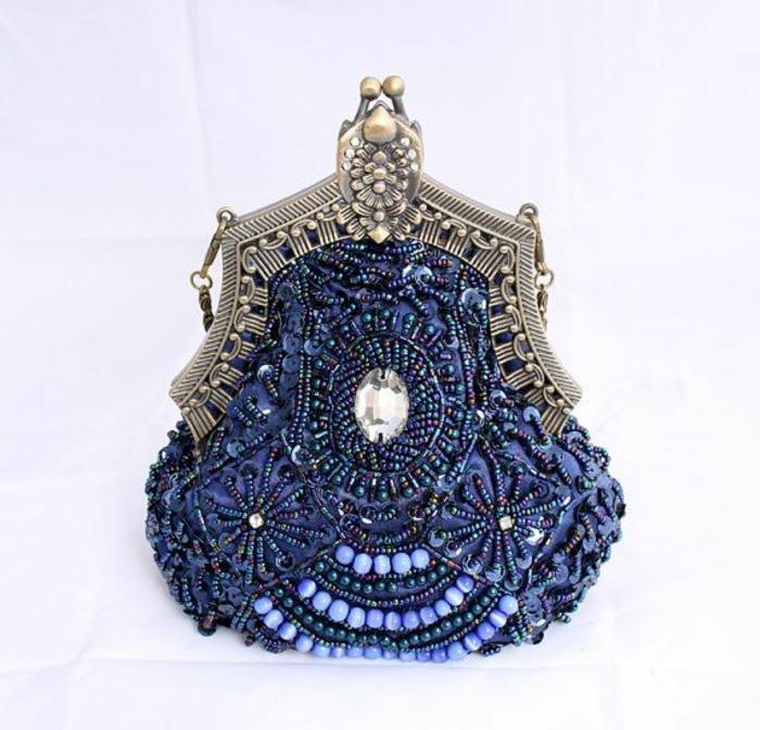 pochette-de-soirée-bleue-en-style-oriental