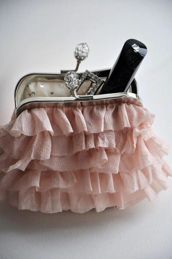 pochette-de-soirée-coquette-en-rose