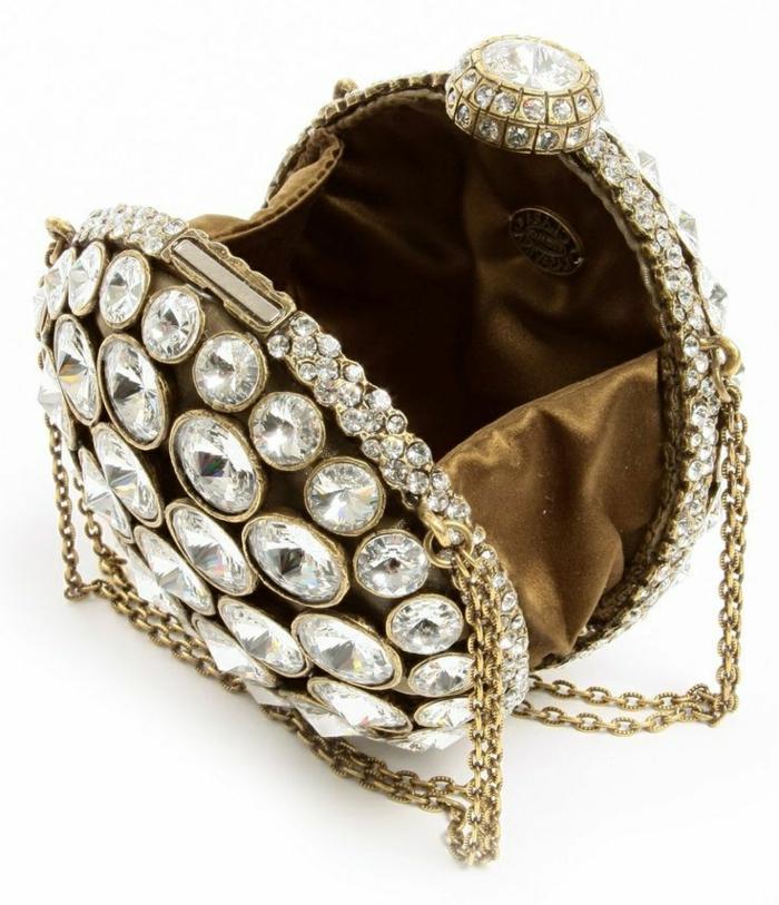 pochette-de-soirée-décorée-de-cristaux