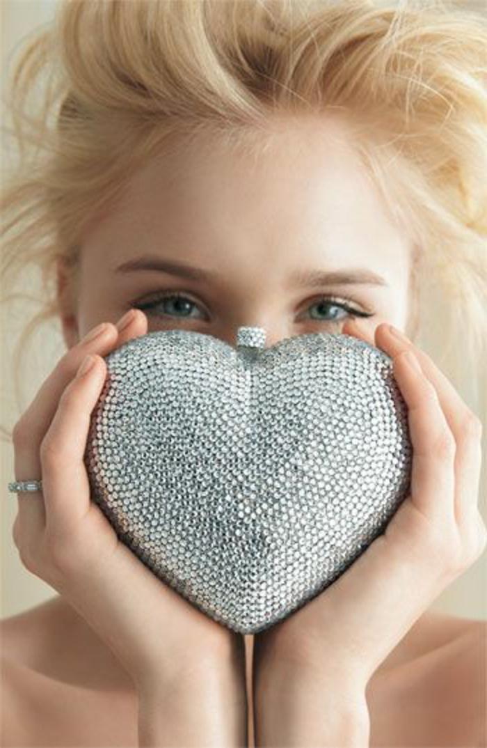 pochette-de-soirée-petit-coeur-incrusté-couleur-argent