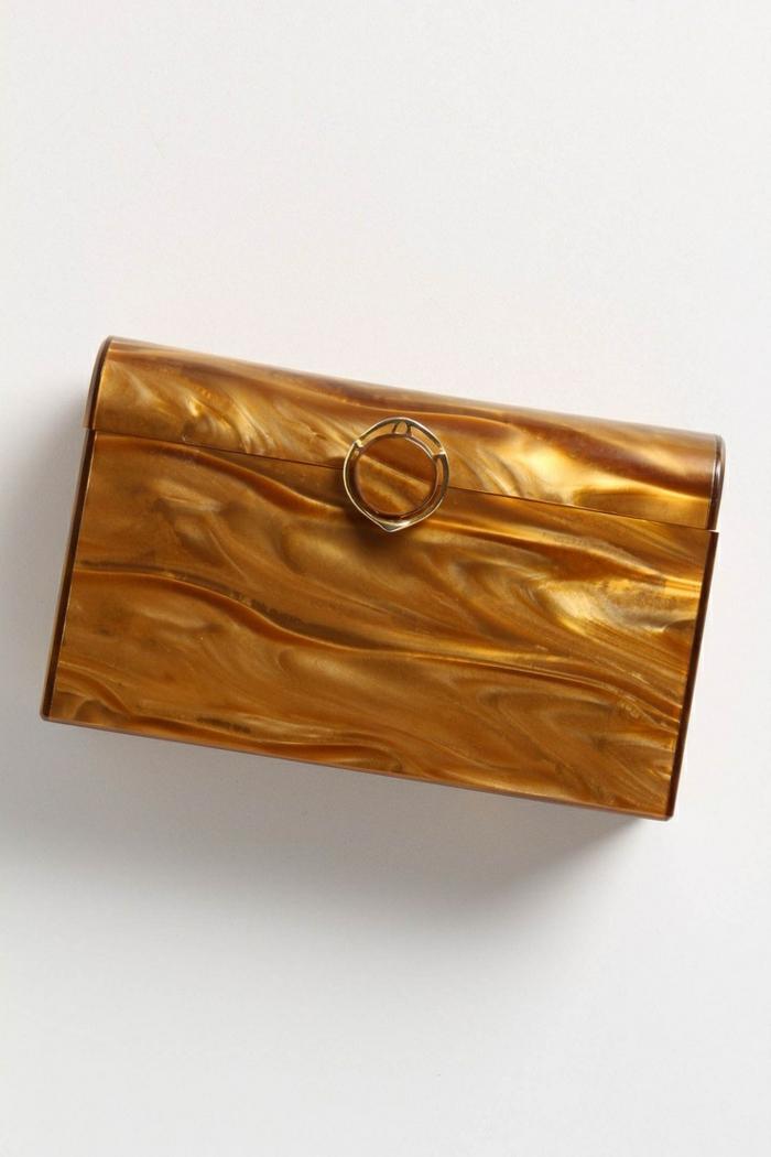 pochette-de-soirée-petit-sac-luxueux-doré