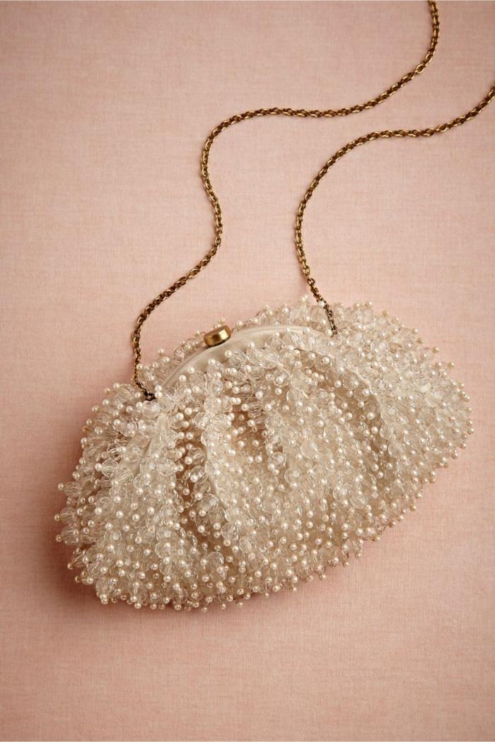 pochette-de-soirée-petit-sac-perlé-modèle-doux