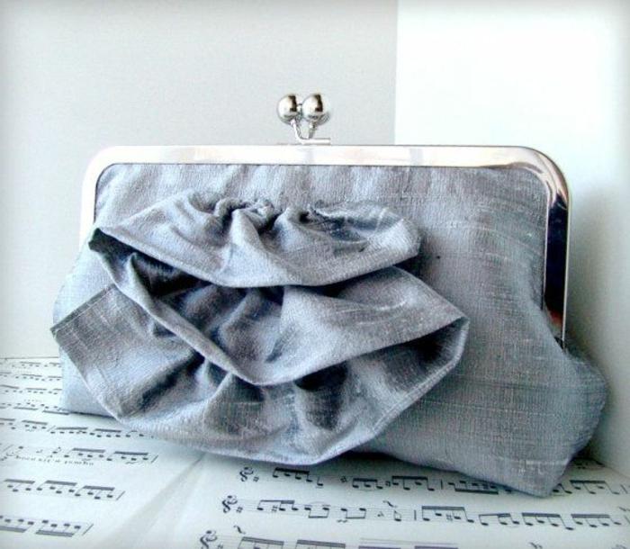 pochette-de-soirée-petit-sac-vintage-pour-porter-à-mariages