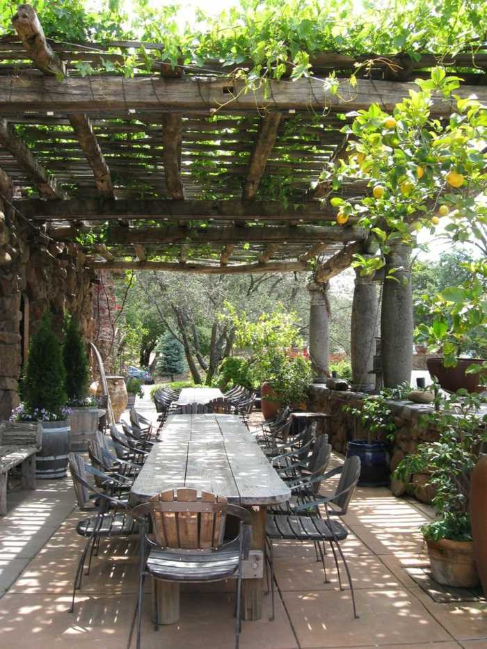 pour-bien-aménager-sa-terrasse-avec-meubles-en-bois-massif-de-style-rustique