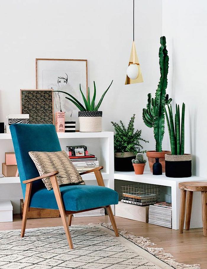 pour-bien-choisir-la-deco-nordique-avec-meuble-suedois-et-tapis-scandinave-beige-et-plantes-vertes