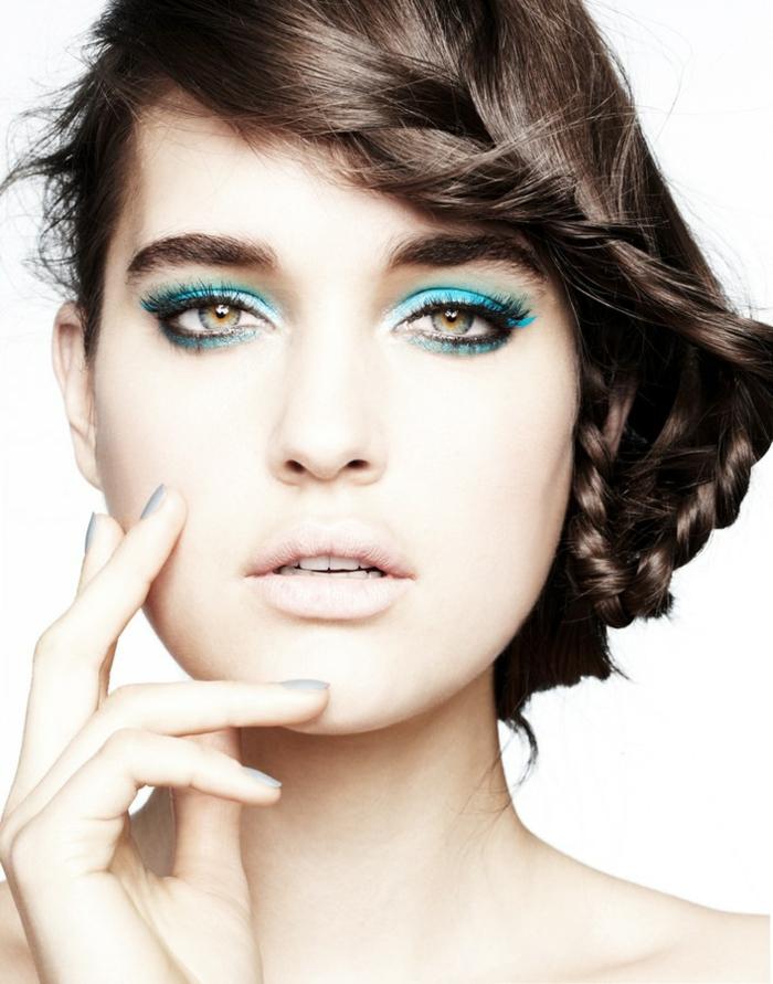quel-maquillage-pour-les-yeux-verts-idées-pour-tous-les-jours-bleu-crayon-resized
