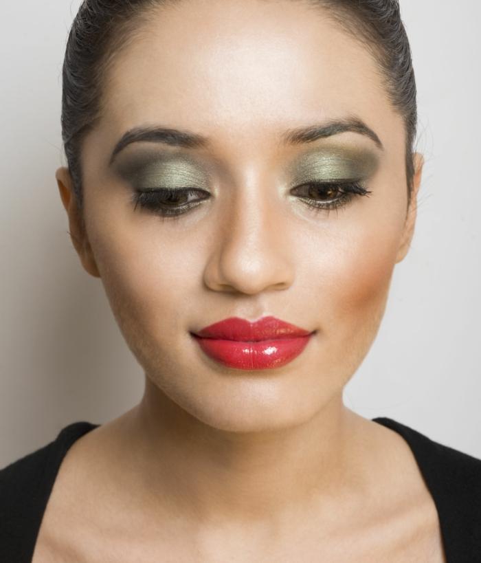 quel-maquillage-pour-les-yeux-verts-idées-pour-tous-les-jours-levre-rouge-resized