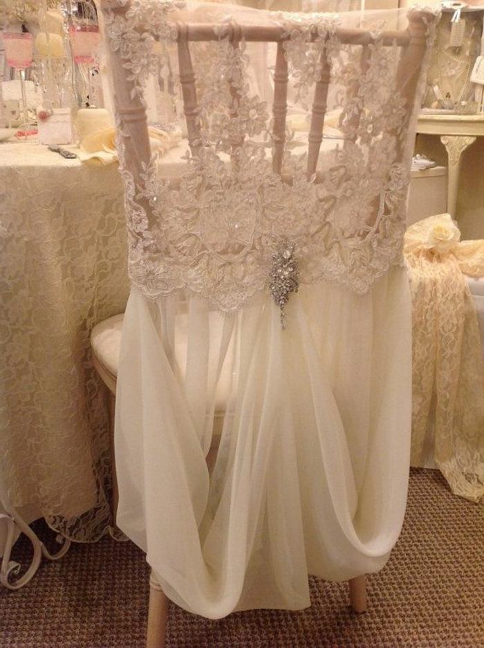 quelle-decoration-pour-un-mariage-hausse-de-chaise-mariage-pas-cher-blanc