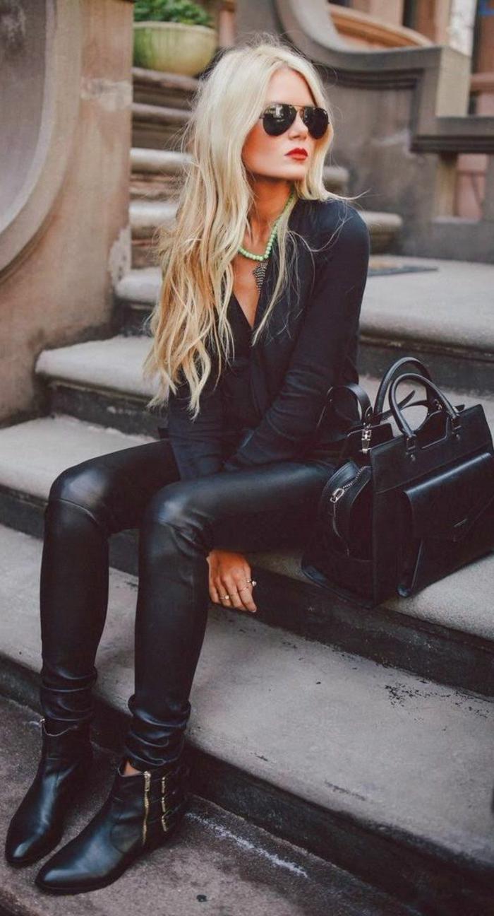 quels-bottes-noires-choisir-pour-les-femmes-modernes-blonds-avec-lunettes-noirs-et-bottes-noires