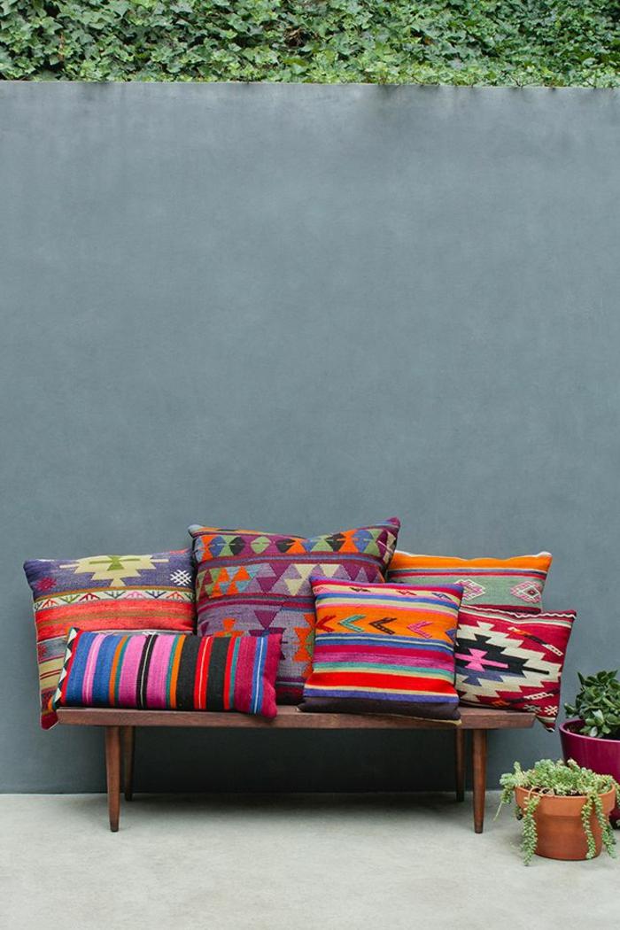 on a choisi 50 housses de coussins pour trouver la meilleure. Black Bedroom Furniture Sets. Home Design Ideas