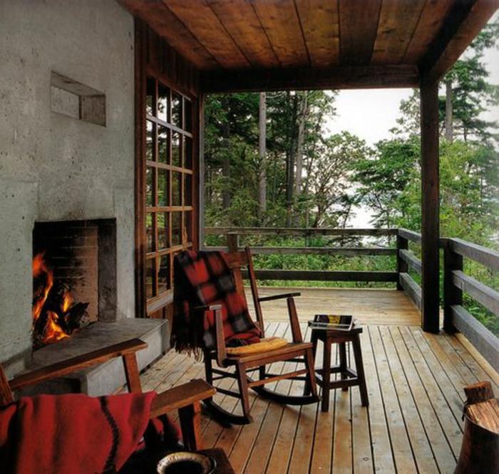 Balcon En Bois Pour Chalet : balustrade ext?rieure en bois pour la chalet de la foret