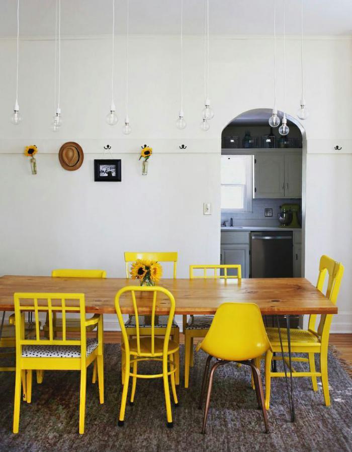 relooker-des-meubles-chaises-peintes-jaunes