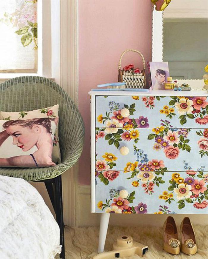relooker-des-meubles-commode-à-papiers-peints-floraux-magnifiques