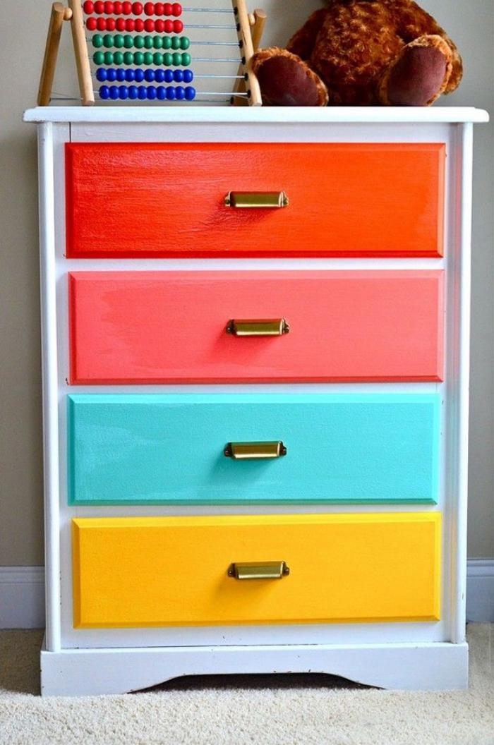 relooker-des-meubles-meuble-de-rangement-tiroirs-multicolores