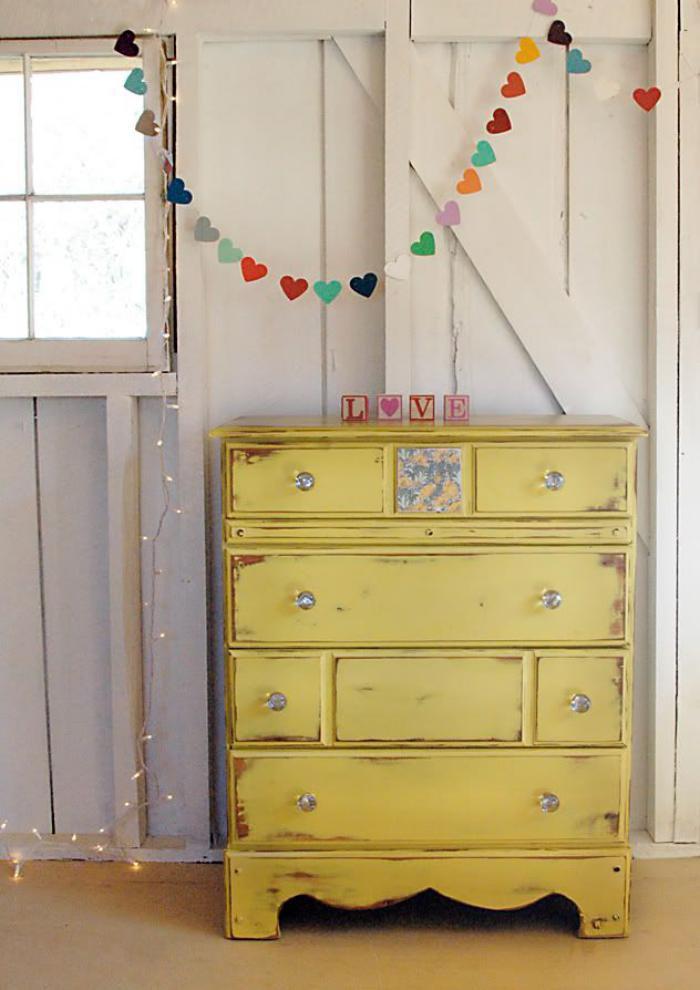 relooker-des-meubles-meuble-recyclé-jaune