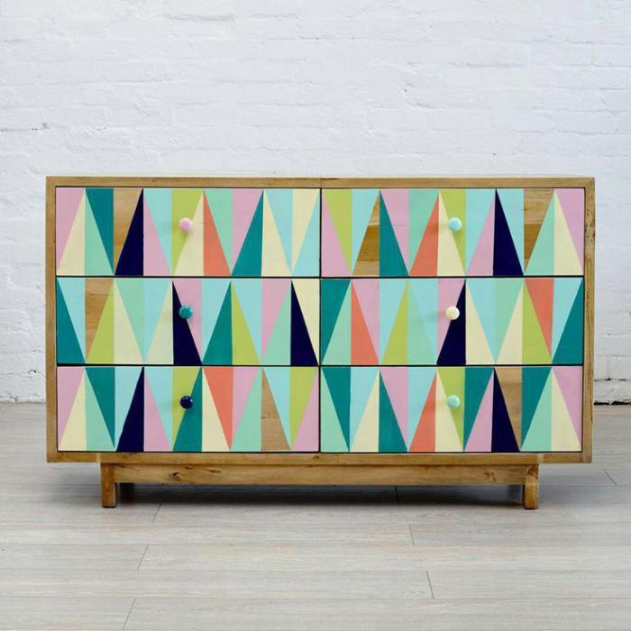 relooker-des-meubles-relooker-la-commode-avec-des-prints-graphiques