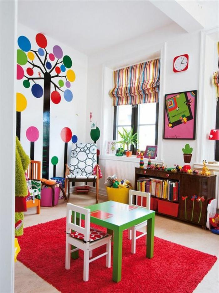rideaux-chambre-enfant-pas-cher-à-rayures-colorés-jaune-rouge-bleu-et-tapis-rouge