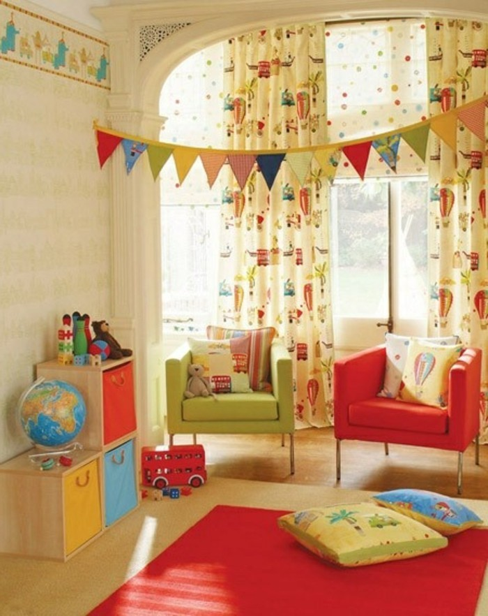 rideaux-enfant-pour-la-chambre-d-enfant-fille-et-garçon-avec-tapis-rouge