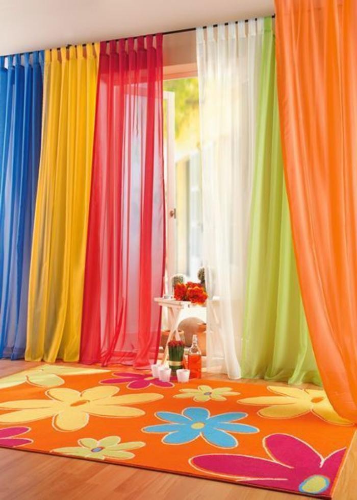 rideaux-enfants-dans-la-chambre-d-enfant-coloré-orange-et-jaune